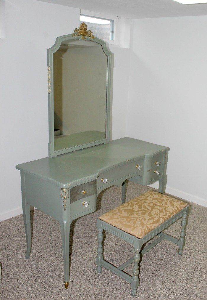 Excellent 1940S Vintage Vanity Table Bench Makeover What Karly Said Ibusinesslaw Wood Chair Design Ideas Ibusinesslaworg